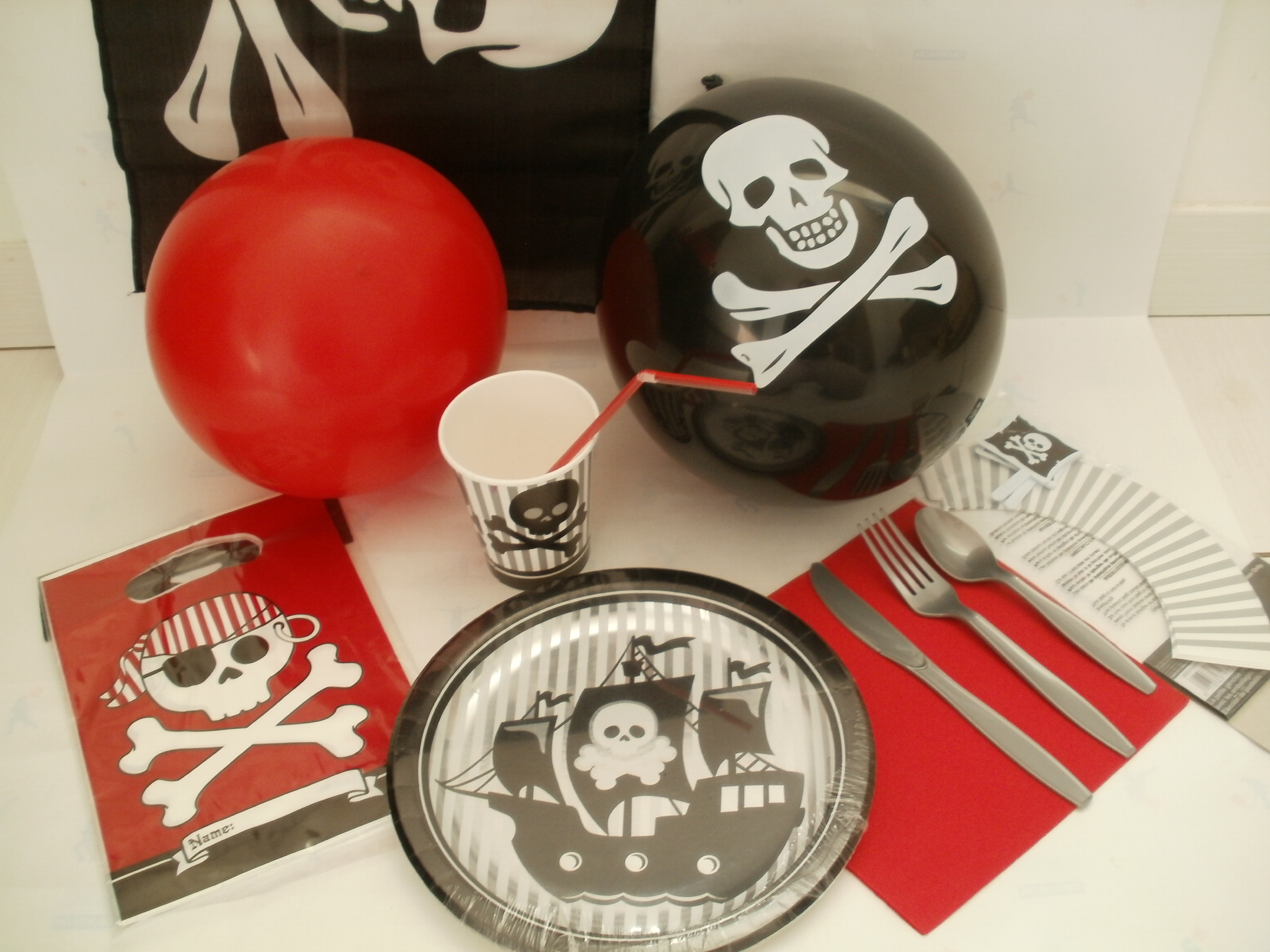 Table Black and White pirate